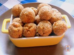 Queste polpettine di lenticchie possono essere un finger food oppure diventare un secondo se accompagnate da una verdura a piacere. Sono facili da preparare