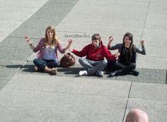 let's all forget about the Haylor  drama and admire this picture of harry when he was younger meditating in the middle of who knows where