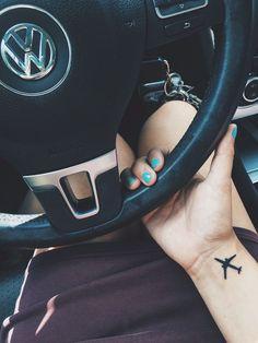 Se inspire com 20 Tatuagens para que ama viajar nesse post.
