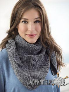 Вязаный спицами простой треугольный шарф