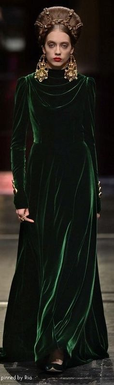 Dolce & Gabbana Alta Moda 2016 l Ria - the stunning, just stunning green velvet and can we talk about the crown made of hair?!