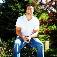 <3 Tim Tebow and that beautiful smile and the jeans and white tee are sexy