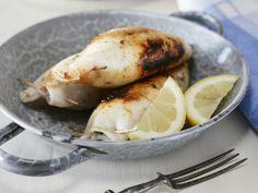 Tintenfische mit Schafskäse Füllung vom Grill ist ein Rezept mit frischen Zutaten aus der Kategorie Tintenfisch. Probieren Sie dieses und weitere Rezepte von EAT SMARTER!