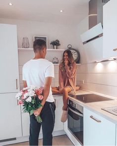 Happy Friday 💐 Fun at-Home Activities. Happy Friday 💐 Fun at-Home Activities to do with Your Boyfriend 💕 Couple Goals Relationships, Relationship Goals Pictures, Couple Relationship, Boyfriend Goals, Future Boyfriend, Cute Couple Pictures, Couple Photos, Hug Pictures, Proposal Pictures