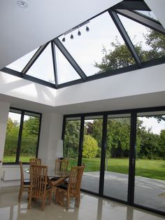 Simple and practical tips for the roof that you can use - Roofing Design glass roof ideas can replace the roof of your house roof architectureGlass roof terraces as a hit in modern Orangerie Extension, Extension Veranda, Glass Extension, Rear Extension, Extension Ideas, Pergola With Roof, Patio Roof, Pergola Kits, Pergola Ideas
