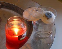 Enlever la cire d'une bougie dans un verre : Faire bouillir de l'eau et remplir jusqu'au bord et laisser poser quelques temps
