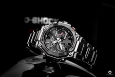 Casio released the latest generation of its G-SHOCK MTG-B2000D-1AER series, which I was now allowed to test as MTG-B2000D 1AER. Casio G-shock, Casio Edifice, Watch Blog, Latest Generation, Oclock, Mtg, Digital Watch, Cool Watches, Chronograph