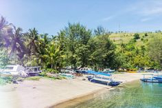 Discover the top 5 things to do in Lombok and what to wear. From picturesque beaches to hidden waterfalls in the jungle, Lombok is a tropical paradise!