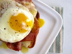 Croque Madame (ham& cheese sandwich topped with egg) Recipe wtih tutorial.