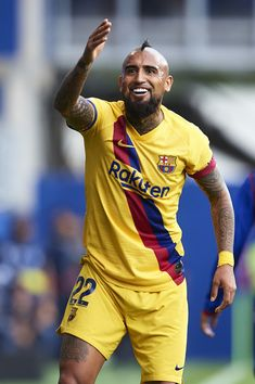 Arturo Vidal Photos - Arturo Vidal of FC Barcelona looks on during the Liga match between SD Eibar SAD and FC Barcelona at Ipurua Municipal Stadium on October 2019 in Eibar, Spain. - SD Eibar SAD v FC Barcelona - La Liga Fc Barcelona, Barcelona Futbol Club, Messi And Ronaldo, Professional Football, American Muscle Cars, That Look, October 19, Spain, Game