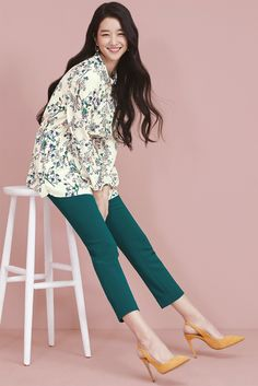 Seo Ye Ji is all smiles in the spring campaign for fashion brand, Olivia Lauren. She succeeds Su Ae as the spokesperson and kicks off her first collection with a burst of flowers, colours and a swe… Cute Skirt Outfits, Cute Skirts, Korean Actresses, Korean Actors, Korean Celebrities, Korean Model, Girl Crushes, Fashion Brand, Women's Fashion