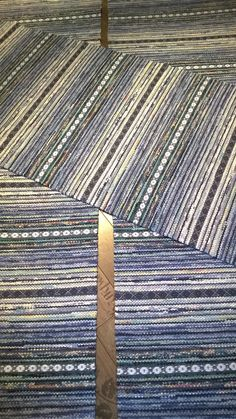 SINIVIHREÄ SARJA Loom Weaving, Hand Weaving, Rug Texture, Weaving Patterns, Dobby, Carpet Runner, Woven Rug, Rug Making, Scandinavian Style