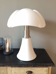 Lampe Pipistrello de Gae Aulenti éditée par Martinelli Luce