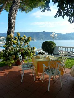 Grand Hotel Miramare in Santa Margherita Italy, this is one of the places im visiting this year! Santa Margherita Italy, Portofino Italy, Lake Como, Vacation Places, Grand Hotel, Italy Travel, Beautiful Landscapes, Countryside, Beautiful Places
