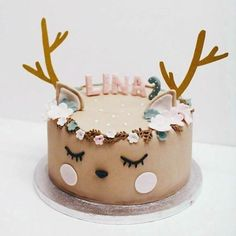 27 Most Popular Christmas Ideas - Pretty My Party - Party Ideas - - You will be all ready for the holidays with the 27 Most Popular Christmas Ideas! There's everything from a DIY Batman wreath to DIY Mickey ornaments! Beautiful Cakes, Amazing Cakes, Nake Cake, Reindeer Cakes, Bolo Cake, Birday Cake, Animal Cakes, Salty Cake, Birthday Cake Girls
