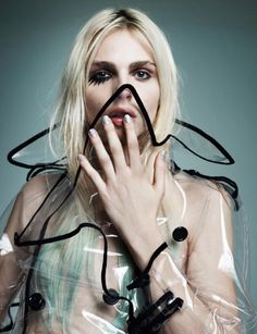 Moda is the latest glossy to feature androgynous model Andrej Pejic, and the Polish publication takes its inspiration from seventies glam… Androgynous Models, Androgynous Fashion, Editorial Photography, Fashion Photography, Photography Ideas, Style Androgyne, Style Photoshoot, Photoshoot Inspiration, Style Inspiration
