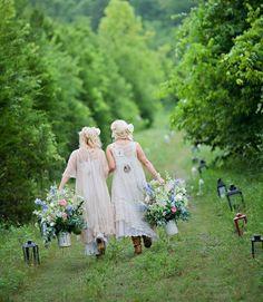 A Glória da amizade não é a mão estendida, Nem a sorrir gentilmente, Nem a alegria de companheirismo: É a inspiração espiritual Quando descobrimos que alguém acredita em nós E está disposta a confiar em nós..