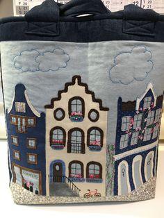 Disse fine Amsterdamhuse på en taske er syet af min kursist Gerd Knudsen hos Speich Design.
