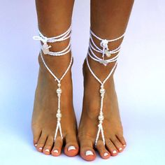 Crochet barefoot sandals with pearls by Paso a Paso Crafts! Beach wedding or just a beach walk...