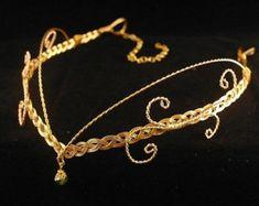 Artículos similares a Corona élfica plata y lavanda - accesorio tocado en Etsy
