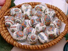 Here you'll find informations about Polish pisanki (decorated Easter eggs): Short history 8 types of Polish Easter eggs Patterns Gallery of Polish pisanki Egg Crafts, Easter Crafts, Art D'oeuf, Polish Easter, Easter Egg Pattern, Ukrainian Easter Eggs, Egg Designs, Easter Traditions, Egg Art