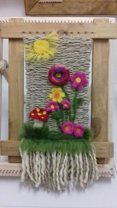 TELAR AGUJADO Loom Weaving, Tapestry Weaving, Felt Wall Hanging, Wool Art, Knitting Designs, Felt Crafts, Needle Felting, Macrame, Crochet Patterns