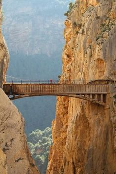 Espanha El Caminito del Rey, Canyon of the Gaitanes, Malaga. Spain A Man's Information to Shopping f Places Around The World, Travel Around The World, Around The Worlds, Places To Travel, Places To See, Travel Destinations, Wonderful Places, Beautiful Places, Magic Places
