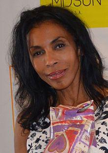 Khandi Alexander, (4 septembre 1957 à New York) est une actrice américaine.