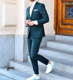 Love this casual suit look Mens Fashion Blog, Best Mens Fashion, Mens Fashion Suits, Daily Fashion, Men's Fashion, Fashion Blogs, Fashion News, Suits And Sneakers, Sneakers Looks
