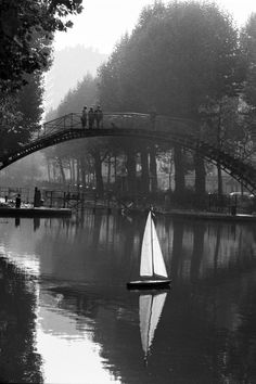 Canal Saint Martin, Paris - Peter Turnley
