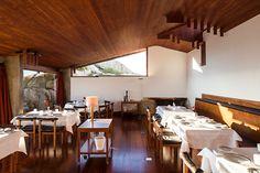 Álvaro Siza renovated the building that marked the begining of his career: the Boa Nova Casa da Cha restaurant clinging to the rocks in Leça da Palmeira, Portugal.