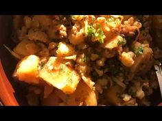 Aloo gobhi (cauliflower & potato curry) - YouTube Cauliflower Potatoes, Cauliflower Recipes, Potato Curry, Desi Food, Baked Potato, Traditional, Chicken, Vegetables, Cooking