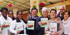 Testigos de Jehová de París participan en una campaña especial para dar a conocer su esperanza bíblica durante la conferencia sobre el cambio climático