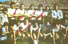 1979 River Plate - Parados: Pasarella , Merlo , Saporiti, Pavoni , Hector Lopez y Filliol  Hincados: Pedro Gonzales , J.J Lopez , Luque , Luque , Alonso y Commisso