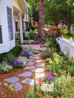 74 Cheap And Easy Simple Front Yard Landscaping Ideas (4) #LandscapingDesign #LandscapeFlowers #LandscapeIdeasFrontYard