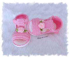 Baby sandals, 0 to 3 months, acrylic yarn Crochet Baby Dress Pattern, Crochet Yoke, Baby Shoes Pattern, Crochet Girls, Hand Crochet, Free Crochet, Crochet Patterns, Crochet Hats, Crochet Baby Sandals