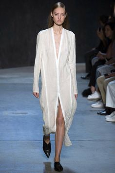 Narciso Rodriguez Spring 2017 Ready-to-Wear Collection Photos - Vogue White Fashion, Look Fashion, Runway Fashion, Spring Fashion, Fashion Show, Womens Fashion, Fashion Design, Spring Tops, Spring Summer