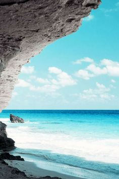 Photos of the World's Most Beautiful Beaches. For Everyone who loves the Beaches, Sunshine and the Ocean. Strand Wallpaper, Beach Wallpaper, Nature Wallpaper, Bts Wallpaper, Wallpaper Backgrounds, Computer Wallpaper, Mobile Wallpaper, Iphone Wallpaper Ocean, Scenic Wallpaper