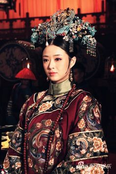 Chinese female costume of Qing Dynasty, from the drama 'Legend of Zhen Huan' Oriental Dress, Oriental Fashion, Turandot Opera, China Mode, Kublai Khan, Empresses In The Palace, Ancient Beauty, Chinese Clothing, Ancient China