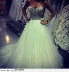 <3 poofy prom dress