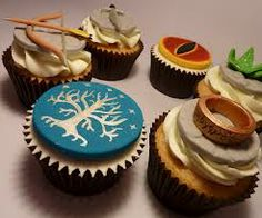 cupcakes- white tree of gondor with a pink rather than blue background