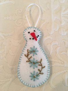 Felt crafts, felt ornament, snowman, snowmen, winter, flowers, embroidery, made by Janis Fabric Christmas Ornaments, Felt Christmas Decorations, Snowman Ornaments, Ornament Crafts, Xmas Crafts, Felt Crafts, Christmas Sewing Patterns, Felt Snowman, Winter Flowers