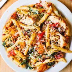 Chicken and Bacon Pasta with Spinach and Tomatoes in Garlic Cream Sauce - an Italian-inspired dish with lots of vegetables! Sliced chicken breast and bacon are tossed with veggies and penne pasta in a delicious, Pasta Dishes, Food Dishes, Food Food, Main Dishes, Chicken Bacon Pasta, Roasted Chicken, Garlic Pasta, Garlic Sauce, Chicken Pasta Recipes