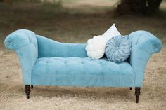 Love the settee Tufted Chaise Lounge, Tufted Couch, Serenity Color, Rose Quartz Serenity, Victorian Love Seats, Outdoor Wedding Decorations, Pantone Color, Shades Of Blue, Sofas