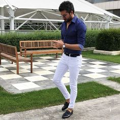 Navy blue shirt & shoes and white trousers my favorite combo 💙 mens fashion style White Jeans Outfit, Business Mode, Navy Blue Shirts, Casual Wear For Men, Herren Outfit, Retro Shirts, Suit And Tie, Look Chic, Stylish Men