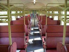 Deutsche Bahn, so sahen die Abteile meiner Kindheit aus, die waren viel bequemer als die heutigen