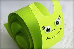 aus Papier schnell basteln Schnecke aus Papier schnell bastelnPapier Papier may refer to : Rainbow Cartoon, Snail Craft, St Patricks Day Crafts For Kids, Creative Box, Paper Animals, Kindergarten Art, Preschool Art, Camping Crafts, Kids Corner