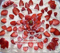 Tiramisù alle fragole ricetta Un goloso dolce al cucchiaio fresco, colorato e profumato, una  vera gioia per gli occhi e per il palato di grandi e piccini