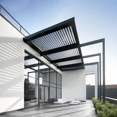 UK's leading names in outdoor garden furniture and all weather automated patio louvre roofs systems, the premier choice of garden designers and architects Modern Pergola, Outdoor Pergola, Patio Design, Exterior Design, Glass Roof Extension, Free Standing Pergola, Carport Designs, Outdoor Shade, Canopy Design
