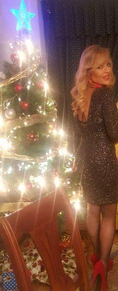 """Con esta afirmacióndejo fotos de lospasadosdías familiares de Nochebuena, Navidad y en el último concierto de Raphael en el WiZink Center de Madrid. """"Soy como soy"""", define cual es mi propósito siempre a la hora de vestir y de manifestar lo que me gusta. Con ese lema, animo a todos a eseriesgo: a serfiel siempre …"""